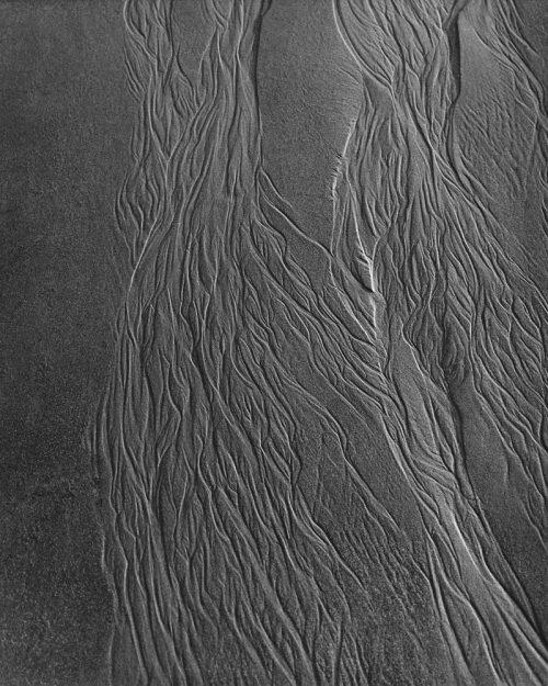 Alfred Ehrhardt, Spuren des Ebbwassers im Sand, Watt, 1933-36, © bpk / Alfred Ehrhardt Stiftung
