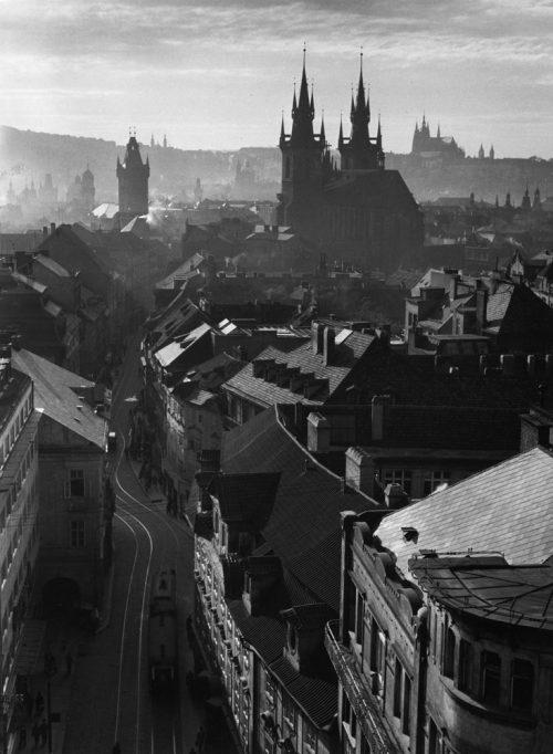 Alfred Ehrhardt, Blick über die Altstadt, Prag, Böhmen und Mähren, 1941, © Alfred Ehrhardt Stiftung