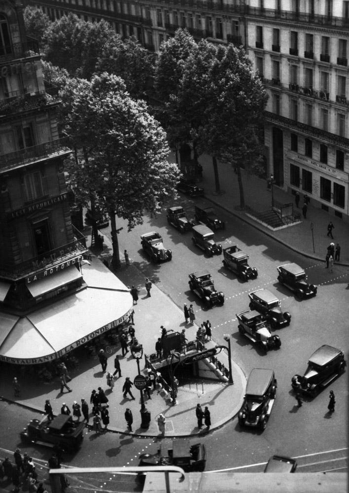 Fritz Block, Blick vom Kaufhaus Galeries Lafayette auf den Boulevard Haussmann, Paris, 1930, Silbergelatine, 23,4 x 16,6 cm, © Fritz Block Estate Archive, Stockholm/Hamburg
