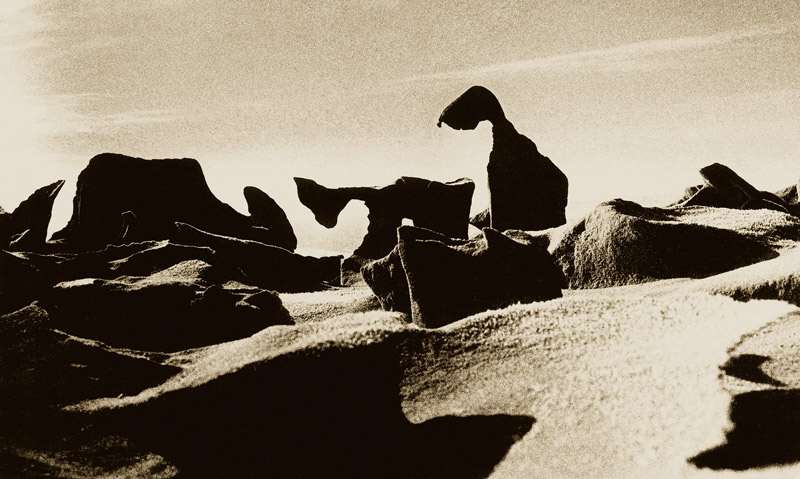 Kazimieras Mizgiris Wind + Sand. Kurische Nehrung 1976-2000 Silbergelatineabzug 15,5 x 25,5 cm © Kazimieras Mizgiris