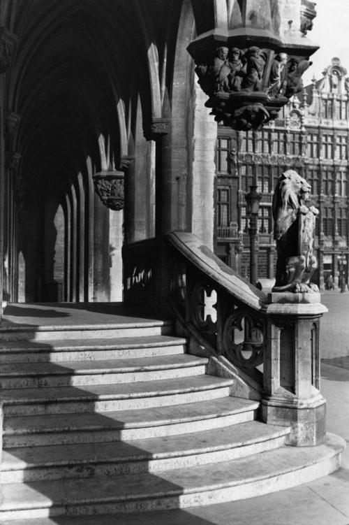 Alfred Ehrhardt, Aufgang zum Rathaus, Brüssel, Flandern, Belgien, um 1940, © bpk / Alfred Ehrhardt Stiftung