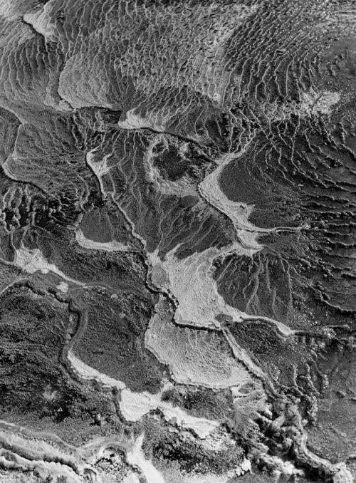 Alfred Ehrhardt, Kieselsinterterrassen am Rande heißer Quellen, Island, 1938-39, © Alfred Ehrhardt Stiftung