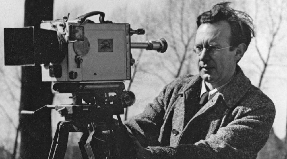 Alfred Ehrhardt bei Dreharbeiten in Flandern, um 1940